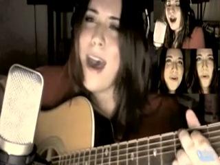 Девушка поет песню из игры