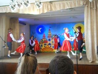 Финский народный танец в исполнении ансамбля Радуга