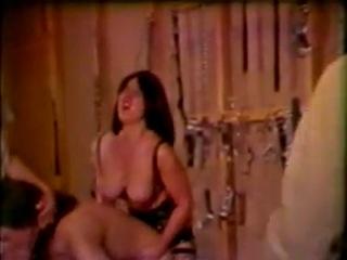 Видео как мужик издевается над девушкой фото 303-570