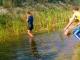 русе было жарко и поэтому он пошёл купаться в близжайший источник))))) (вот пёс ненормальный)