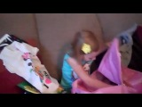 Реакция маленькой девочки на подарок поездка в Дисней-Лэнд