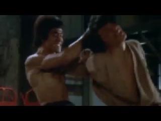 Лучшее видео: Выход дракона. В главной роли Брюс Ли, каскадер Джеки Чан. 1973 год