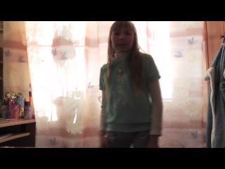 Ужасс она паёт песню чудо!!
