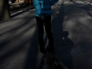 Диана гуляет с Кеном в парке =)
