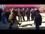 чеченцы танцуют религиозный танец под влиянием шайтана
