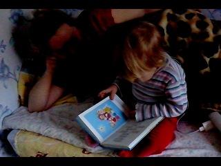 Чадо читает маме сказку про семеро козлят )))