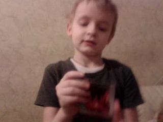 Мой сынуля про бакуганов рассказывает)))