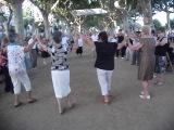 Каталонские танцы на набережной в Калейе.