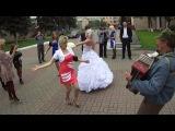 А свадьба то не наша, пляши под гармонь Воваша!