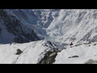 Сход лавины с пика Победы