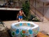 я не качаю мышцы,я накачивал бассейн