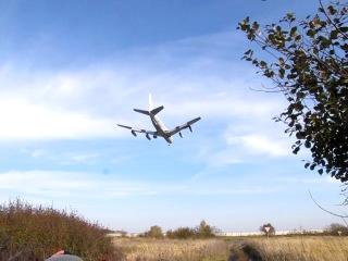 Самолет НАТО совершает посадку в аэропорту Храброво (Калининград)