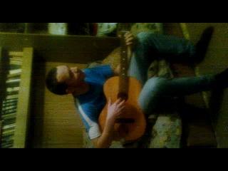 Пацан охуенно поет и играет на гитаре!