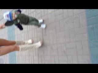 Вот так мы теперь гуляем))в каляску хер усадишь))