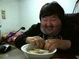 кореец смеется