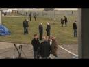 18x04: Кларксон наблюдает за собравшимися у трека