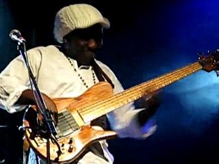 Richard Bona - Bass Solo (2009)(use fodera bass)