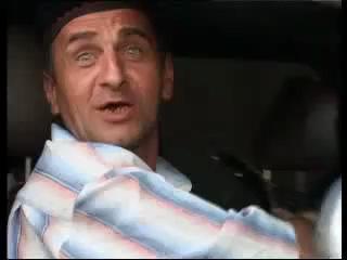Магнитола живая (мужик поет в машине)