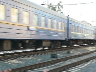 ЧС4-086 з поїздом Київ-Львів входить на станцію Святошин