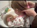 чистим зубы коту Кате!!!!!!!!!!!!