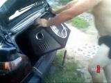 Как не надо устанавливать сабвуфер в автомобиль