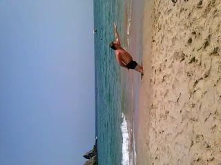СуперГерой на побережье Индийского океана (без костюма)