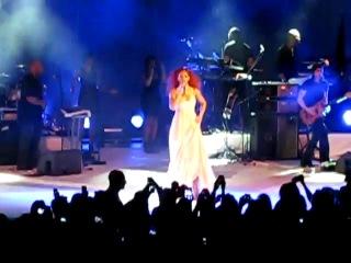 Rihanna - Don't stop the music (live on 100th Nivea Anniversary)