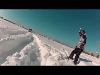 Как зимой в Канаде машины едут по снегу