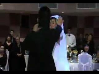 поют на итальянском . корейская свадьба
