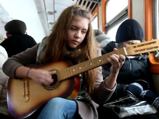 Девушка в Питерской электричке перепела ZAZ - Je veux