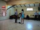 свидетели танцуют стриптиз за букет невесты