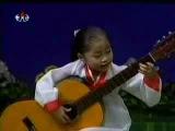 Солистка детского ансамбля гитаристов Чха Сун Чон (Северная Корея)