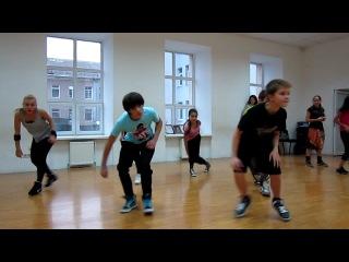 Челкастый танцует хип-хоп *-*