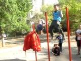 Киргиз и Русский играют во дворе...