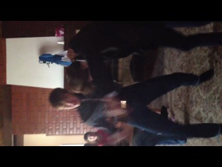 Кент танцует