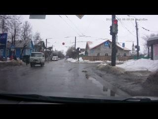 Движение на красный свет, поворот на право из полосы предназначенной для поворота налево, остановка на пешеходном переходе. Марш