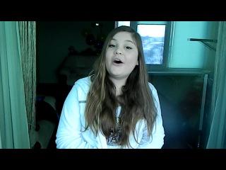 Девочка поёт песню селены гомез)