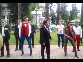 пародия КВН на зажигательный танец Медведева