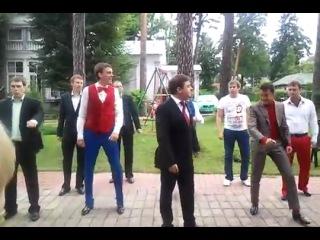 Пародия на  танцы Медведева (шаффл shuffle Tecktonik )
