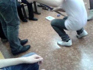 Наши девчонки играют в хоккей)