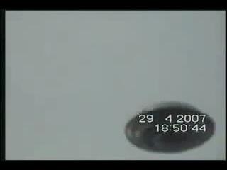 НЛО над Италией. Очень близкая съёмка (29.04.2007)