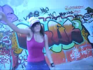 Супер Девчонка танцует Тектоник