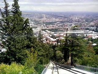 Спуск на фуникулере с Тбилисской телебашни. Снимал мобилкой. Сорри