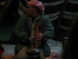 Салем играет на музыкальных инструментах
