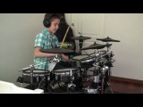 Этот парень круто играет на барабанах под песню грейсов!!