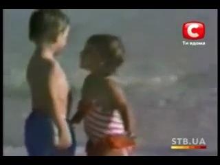 Прикол. Реакция кавказского мальчика на поцелуй девочки.mp4