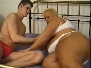 Секс в доме престарелых видео заостровье пансионат для престарелых