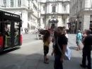 кареты с лошадьми на улицах Вены