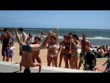 Spande Andy ,парень отжигает на пляже в Австралии)