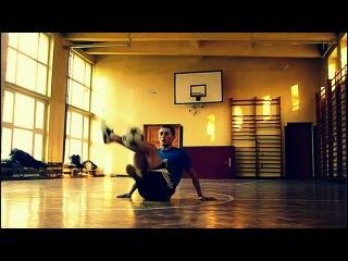 Крутые фристайл трюки с футбольным мячом